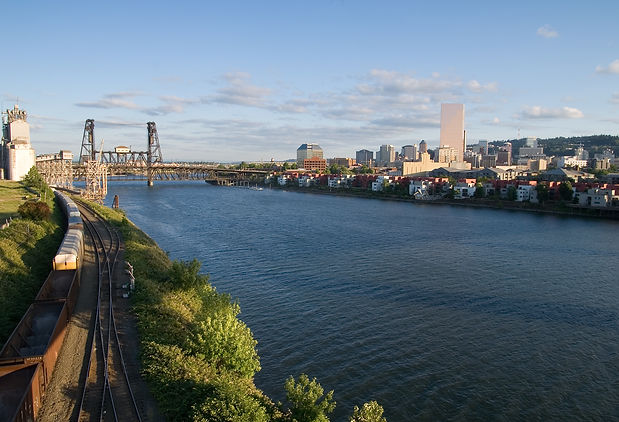 Willamette_River_Portland_Oregon.jpg