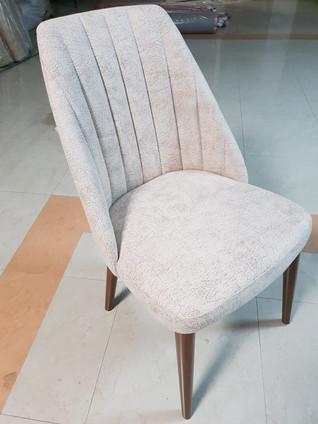 כסאות מרופדים134.jpg