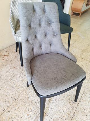 כסאות מרופדים139.jpg
