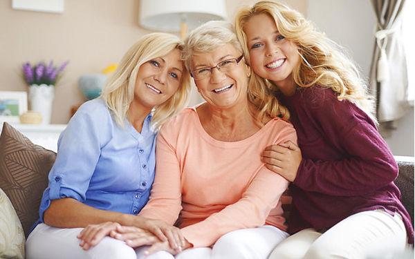 tři generace žen.jpg