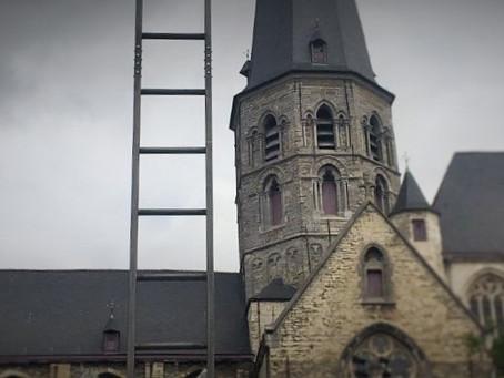 Een nieuw kunstwerk in Gent: de Jakobsladder op het Walter De Buckplein