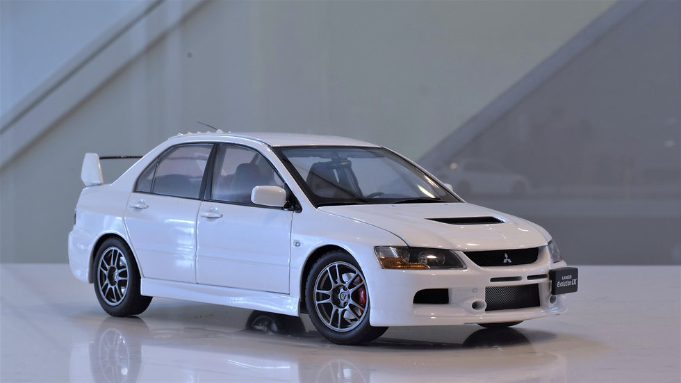 1/18 Super A Mitsubishi Lancer Evolution IX (White)
