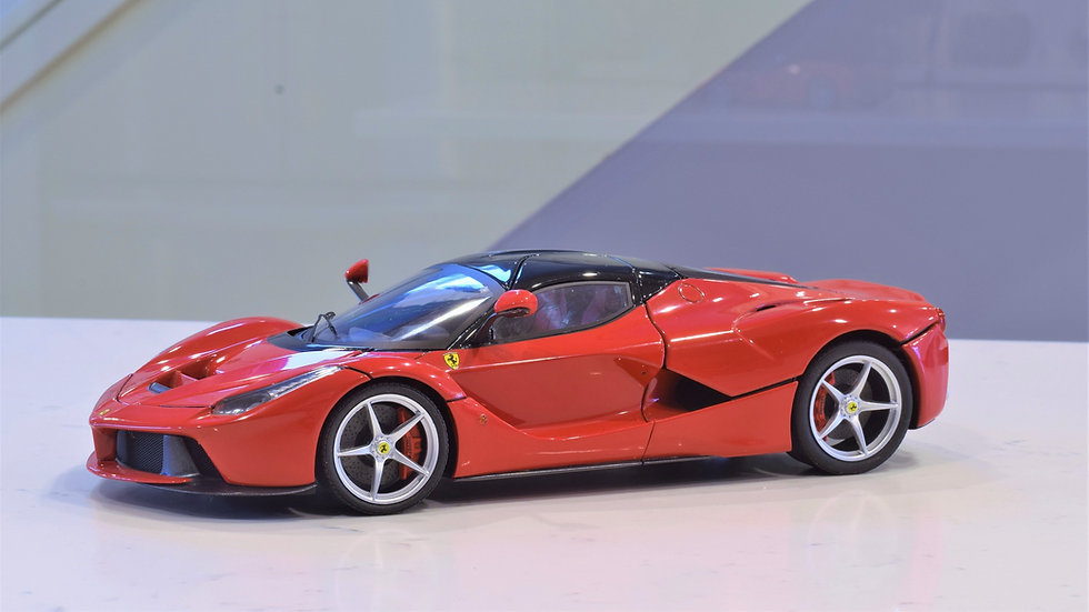 1/18 Hot Wheels Elite - Ferrari La Ferrari (Red)