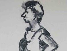 Een staande pose weergegeven in houtskool