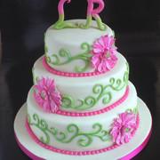 Laura vroeg mij haar bruidstaart te maken, leuk!  Samen per mail tot een ontwerp gekomen. Niet een enorm joekel, voor 25 personen.  Biscuit met champagnecrème, verse aardbeien en aardbeienjam.