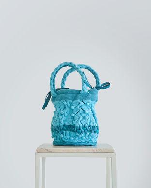 Handgebreide handtas met zijdevoering