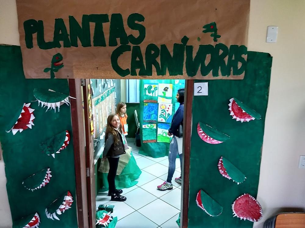 Estudando as plantas carnivoras na escola em Garopaba