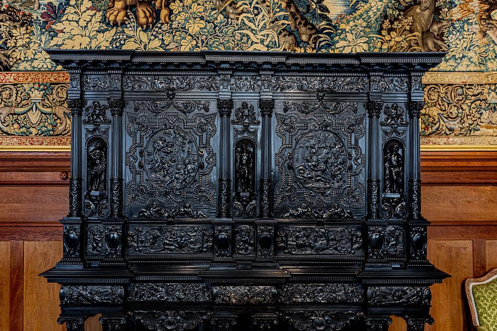 Photo d'nn mobilier en ébène datant de la renaissance au château de Serrant