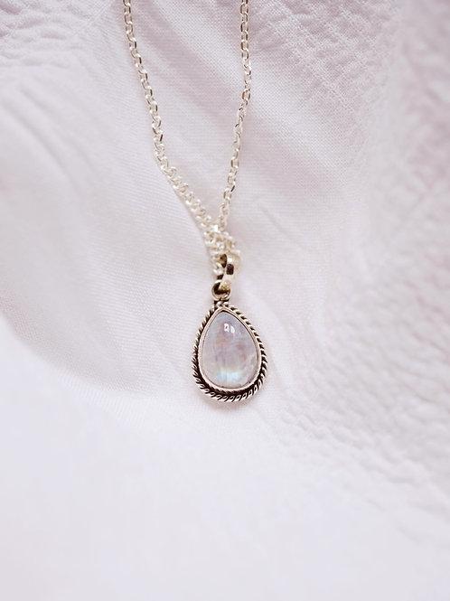 DURGA Moonstone Necklace Silver