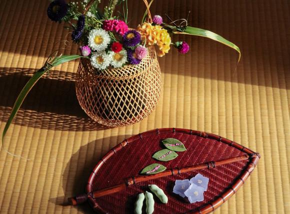 秋の草花と干菓子2.jpg