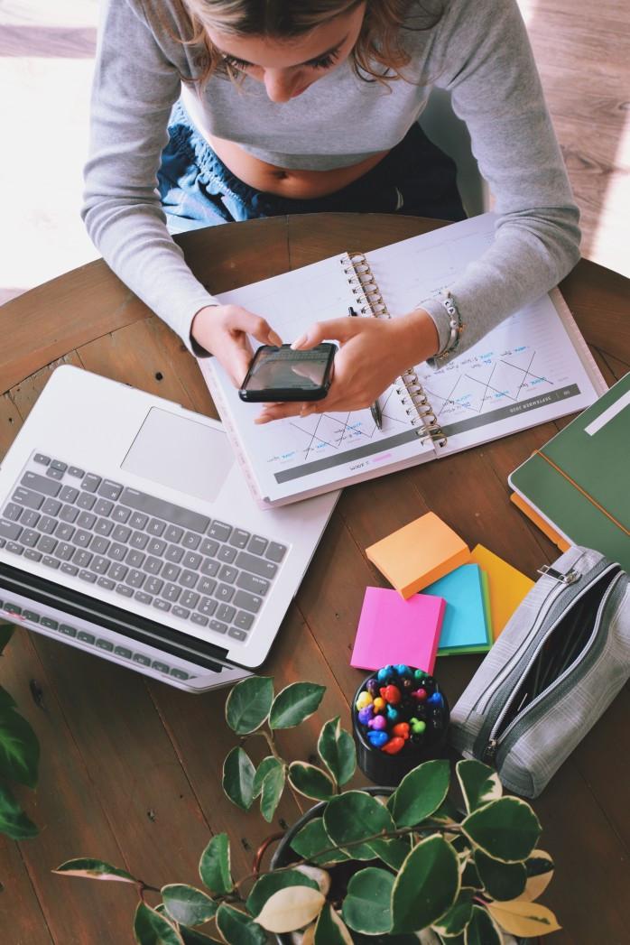 Savais-tu que lors d'un cours, tu es susceptible de prendre 62% de notes en moins que ce que tu devrais si tu utilises ton téléphone en même temps ?