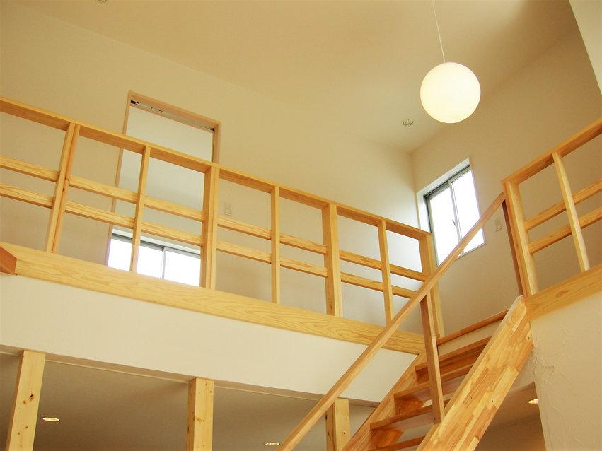 光と風の家階段 .jpg