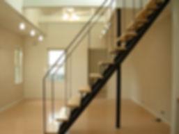 大西町の家階段.JPG