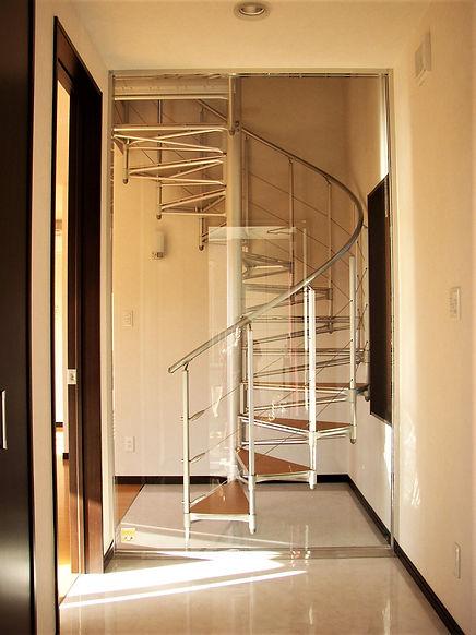 らせん階段の家階段 .JPG
