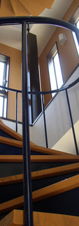 丸窓の家 螺旋階段