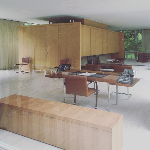 The Interior of Farnsworth House   Plano  Illinois. TOUR INTO FARNSWORTH  39 S HOUSE   STUDIO PIE   Interior Design