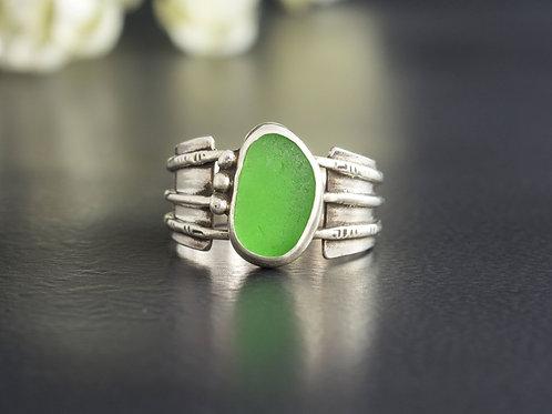 Sea Glass Silver Ring Bezel Sz 7 1/2 Green