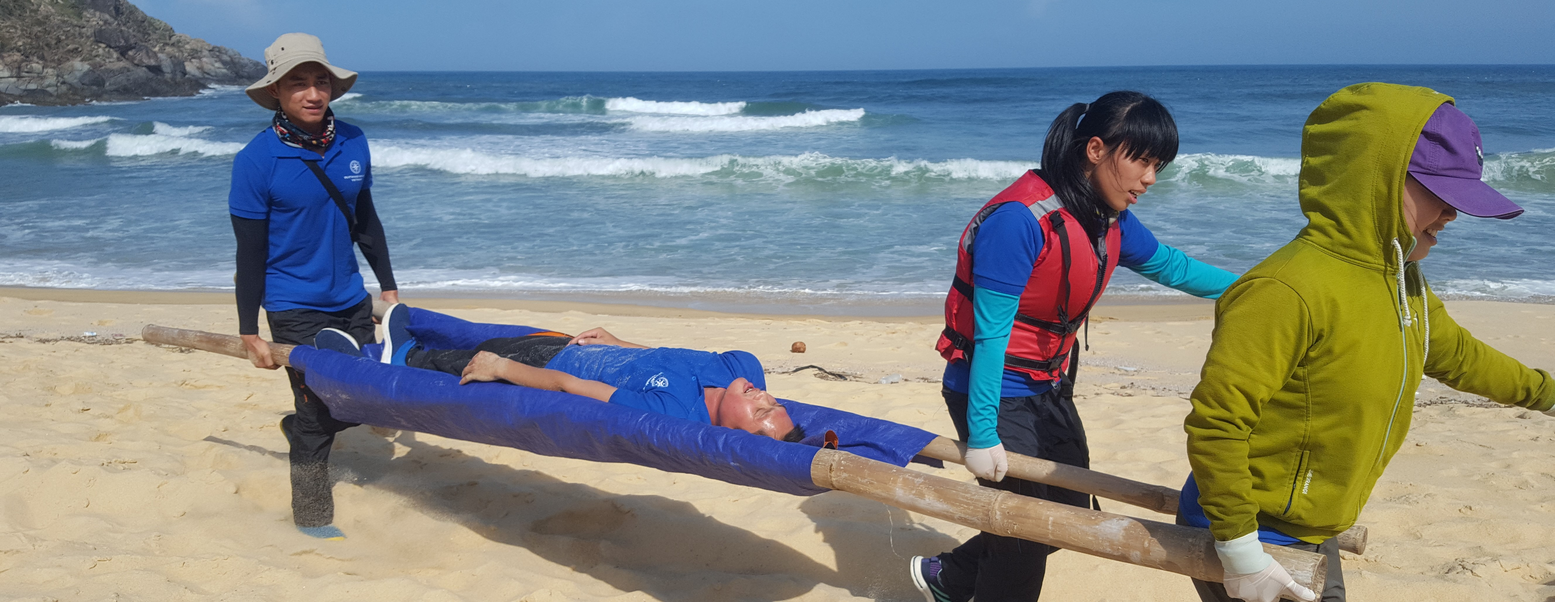 Students evacuate patient from beach