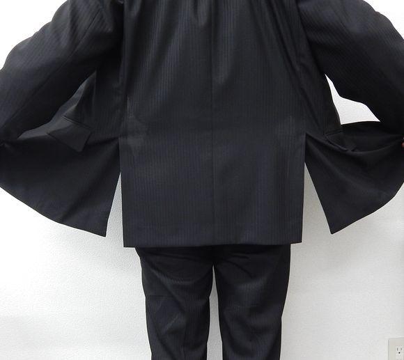 SP(警護員)のスーツ後姿