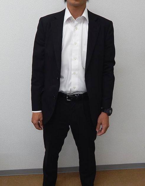 男性警護員のスーツ