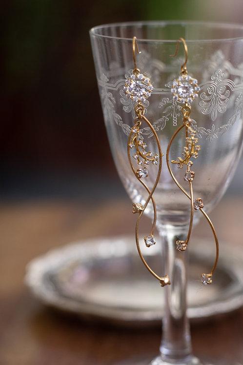 Stylish curvy earrings