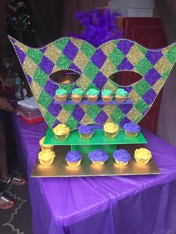 mardi gras with cupcakes