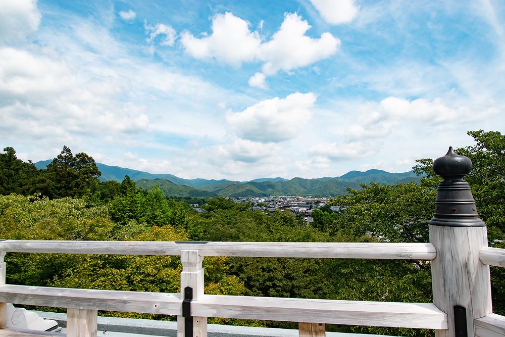 法輪寺から見下ろせる渡月橋は小さいながらも特別感があり魅力的です。