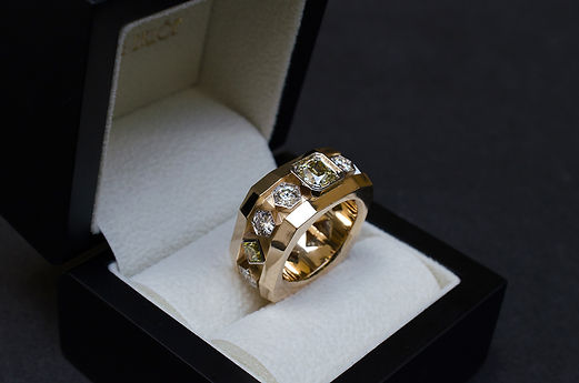 man_ring_100.jpg