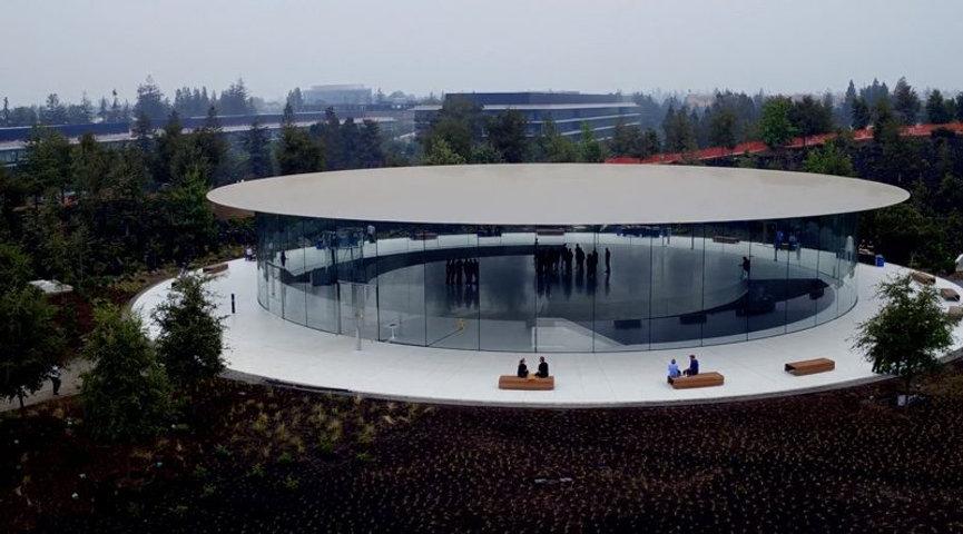 Демонстрация Apple Park с дрона. Театр Стива Джобса