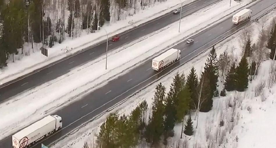 Suomi kokeili letka-ajossa semiautomaattisia rekkoja