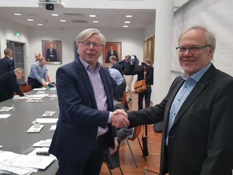 Esko Järvenpää Klusterin kunniajäseneksi