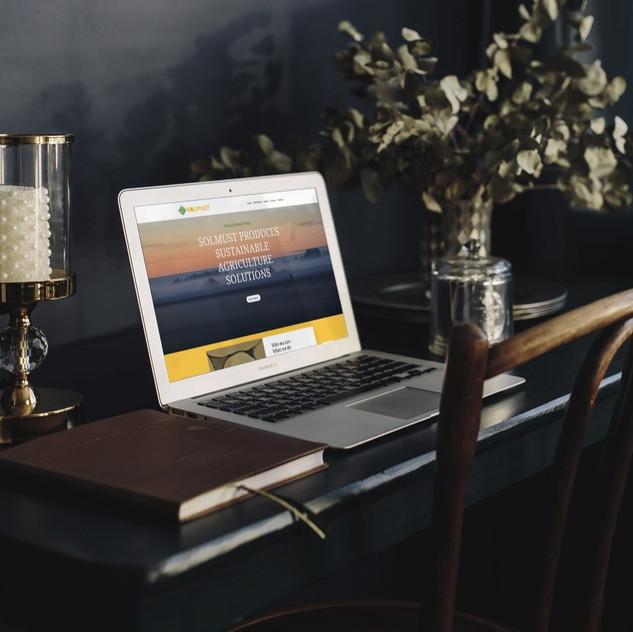 Solmust website, laptop