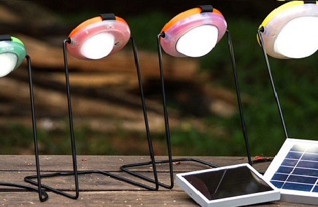 Sun King - Portable Solar Lamp w Mobile Charger