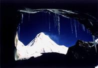 Хан-Тенгри из пещеры.jpg
