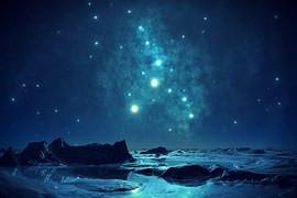 נוף עם כוכבים בלילה