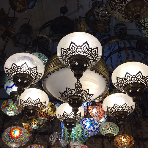 LUXURIOUS OTTOMAN CHANDELIER, 7 LAMPS