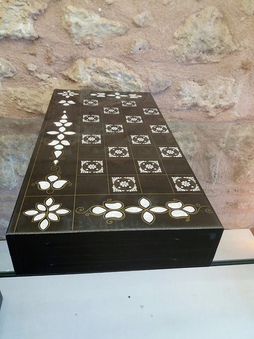 OUTSTANDING TURKISH BACKGAMMON WITH MOTHER OF PEARL DETAILS
