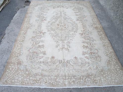 PALE IVY OUSHAK RUG, 9.4 x 6 feet ( 288 x 182 cm )