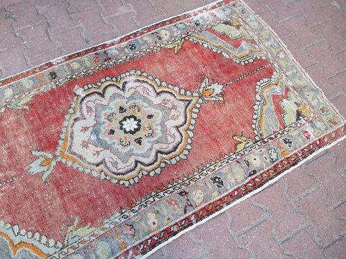 VINTAGE OUSHAK RUG, 67 x 40' inches 172x 98 cm