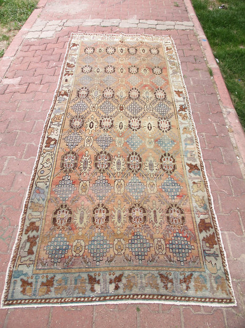 OUSHAK RUG, 300 x 114 cm ( 118 x 45 feet)