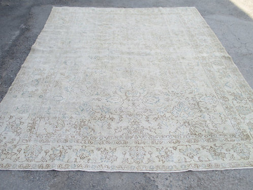 LARGE FADED IVORY OUSHAK RUG, 11.5 x 8.4 feet
