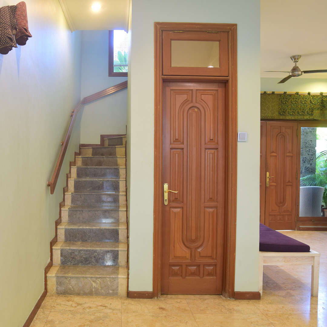 The stairs to other bedrooms.jpg