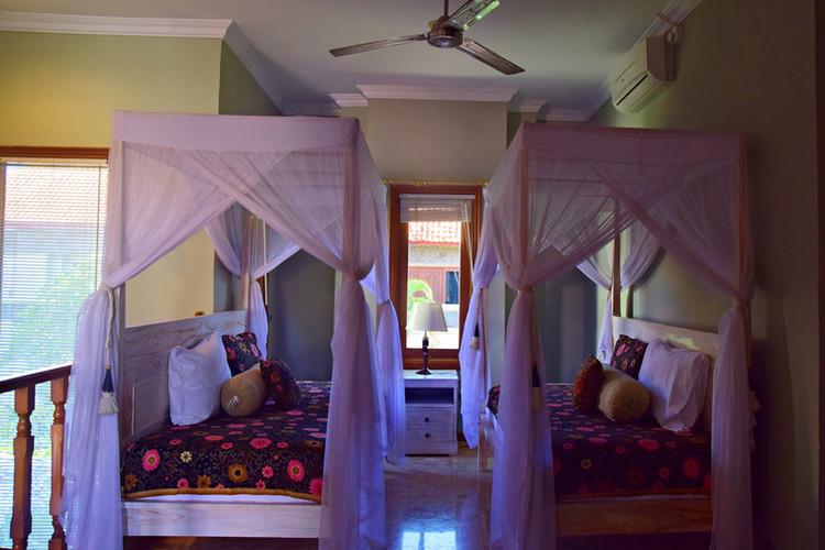 Mira day bed.jpg