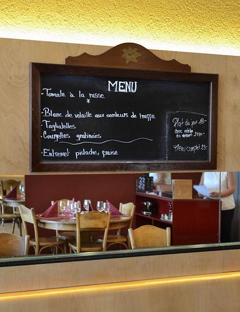 Le tableau noir où est inscrit le menu du jour