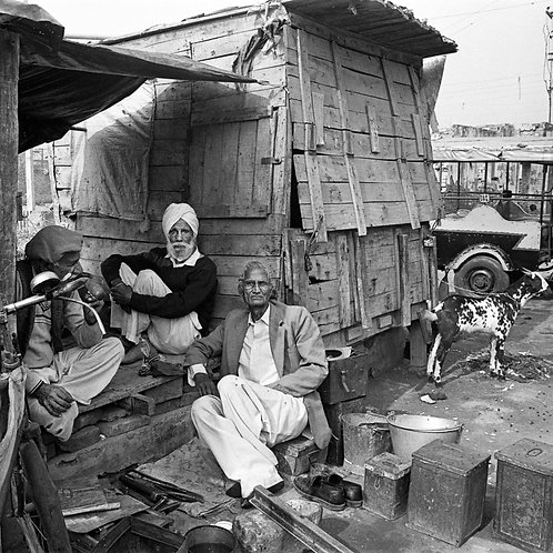 A Tinker with his friends, Delhi 1982