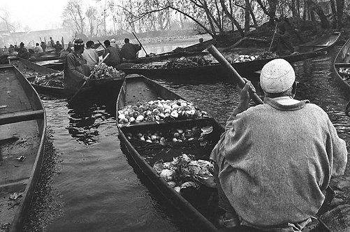 Floating market of Dal Lake, 1993