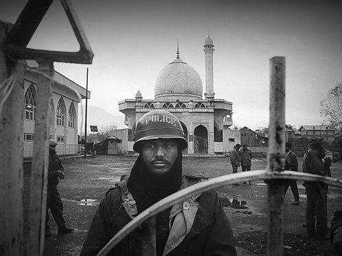 The Siege of Hazratbal Shrine, 1993