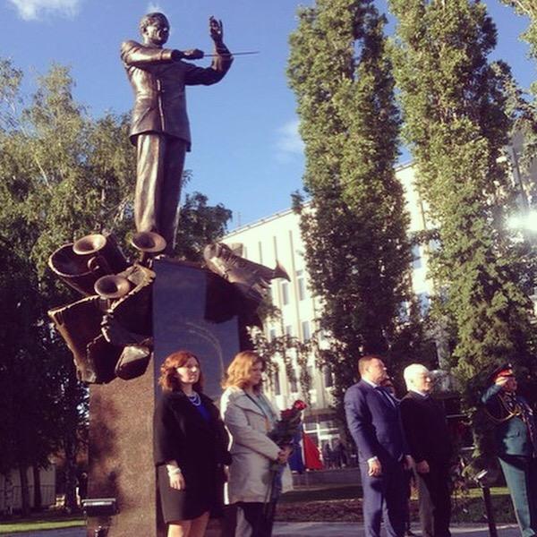 Открытие памятника В.М.Халилову