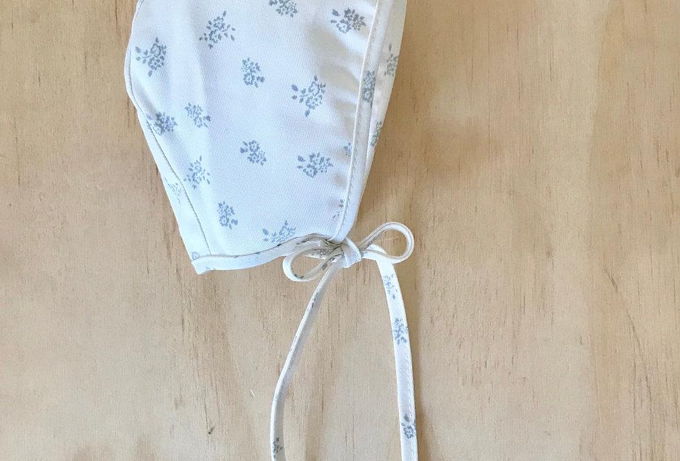 Touca retrô baby // off white flores cinza