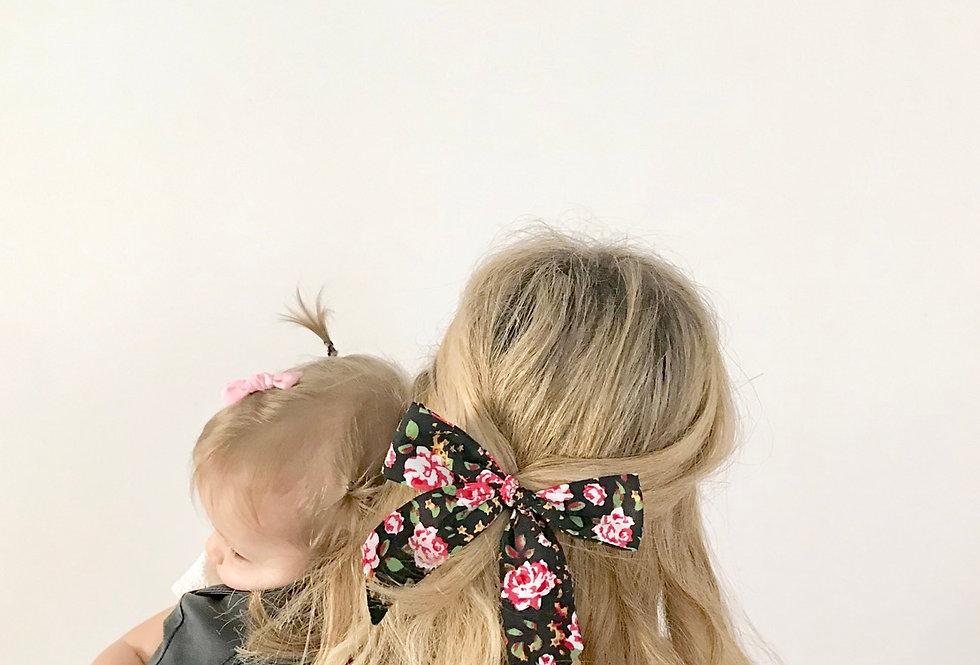 Laço Mommy  // floral preto e vermelho